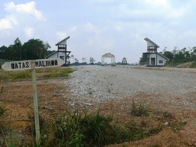 https://galeriilmiah.files.wordpress.com/2011/10/batas-indonesia-malaysia1.jpg?w=300